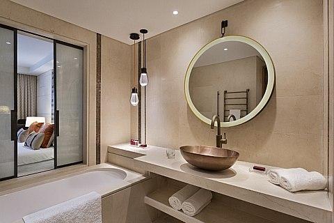 מלון אוריינט חדר אמבטיה 2