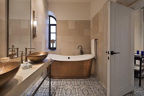 מלון אוריינט חדר אמבטיה